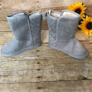 NWT old Navy girls gray Faux suede boots. Size 10